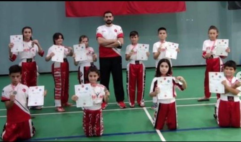 Minik- Yıldız Bursa Kickboks Şampiyonasın da 23 MADALYA